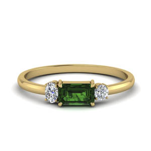 18K Gold Wedding Ring With Emerald