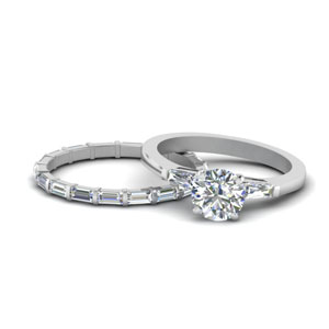 round-cut-petite-baguette-diamond-wedding-set-in-FD9111RO-NL-WG