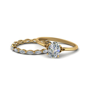 Oval Shaped Engagement Ring Set