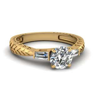 Tapered 3 Stone Baguette Ring