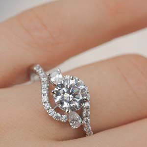 Round Cut Moissanite Engagement Rings