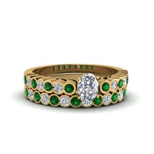 Oval Ring Set With Emerald