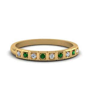 18K Gold Wedding Band With Emerald