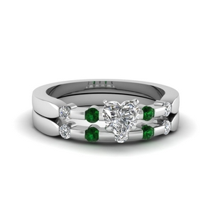 Delicate Ring Set With Emerald