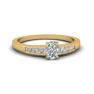 Cushion Diamond Graduated Accent Ring