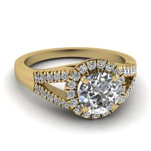 Round Cut Halo Diamond Ring