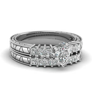 Wedding Ring Set With Pear Diamond