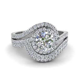 Round Cut Halo Diamond Ring Set