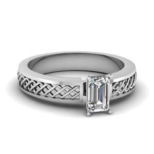 Criss Cross Design Solitaire Ring