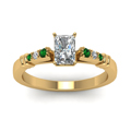 radiant-cut-diamond-duet-bar-side-stone-ring-with-green-emerald-in-18K-yellow-gold-FDENS363RARGEMGRANGLE5-NL-YG