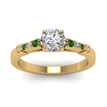 round-cut-diamond-duet-bar-side-stone-ring-with-green-emerald-in-18K-yellow-gold-FDENS363RORGEMGRANGLE5-NL-YG